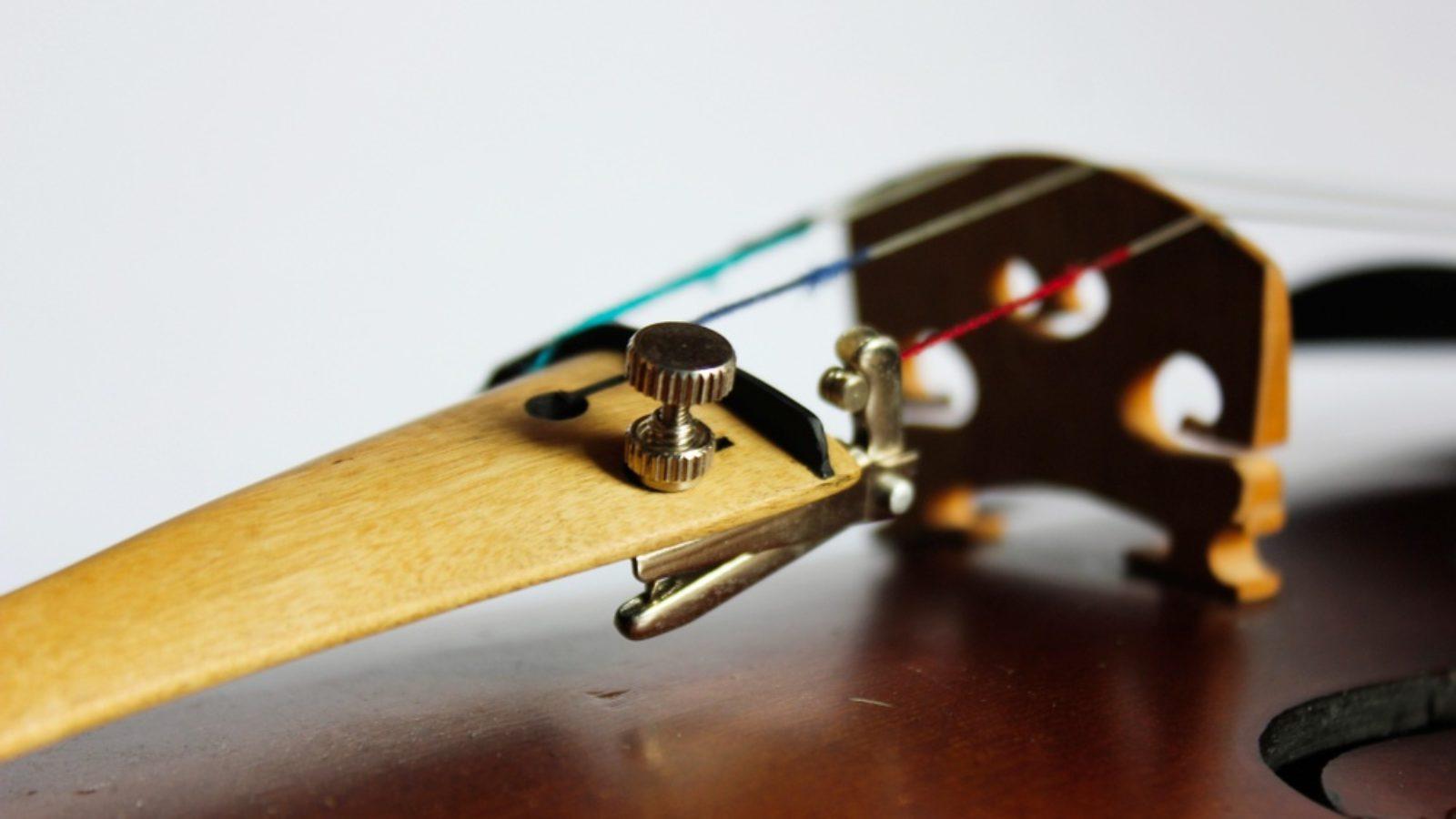 【動画あり】チェロの調弦(チューニング)初心者向けの方法:ペグとアジャスター回すコツ【音はADGCで442Hz】